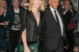 Cate Blanchett提著Alexander McQueen AW18 Pin Bag