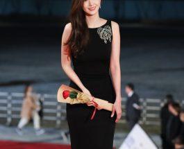 Yoona 穿著Alexander McQueen 黑色晚禮服