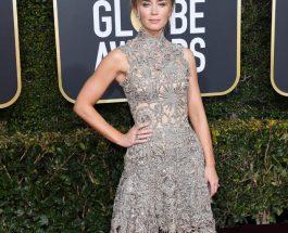 Emily Blunt 穿著 Alexander McQueen corset dress