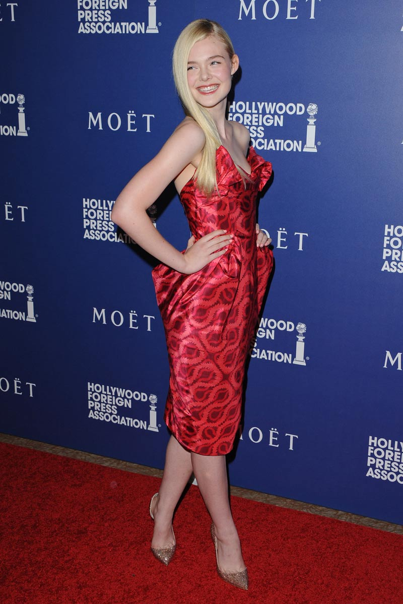 Elle-Fanning-in-Vivienne-Westwood-Gold-Label-(1)